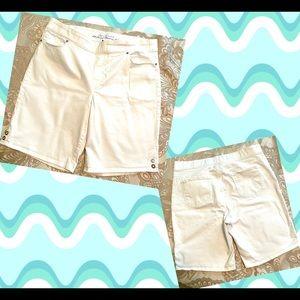 Gloria Vanderbilt Slimming Effect White Shorts